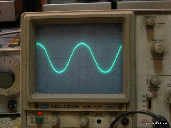 此机应当是洋洋若呼水兄设计制作的机壳,无胆兄参与焊接?211是一代管王,声音比845更好 下一步无胆挑战什么呢?833! 设计: 1.单声道分体后级. 2.设一个选择开关,有3当功率可以选择,A1类15W,A1+A2类25W和40W . 3.再设一个反馈选择开关,(1)无负反馈,(2)浅负反馈,(3)中负反馈选择.