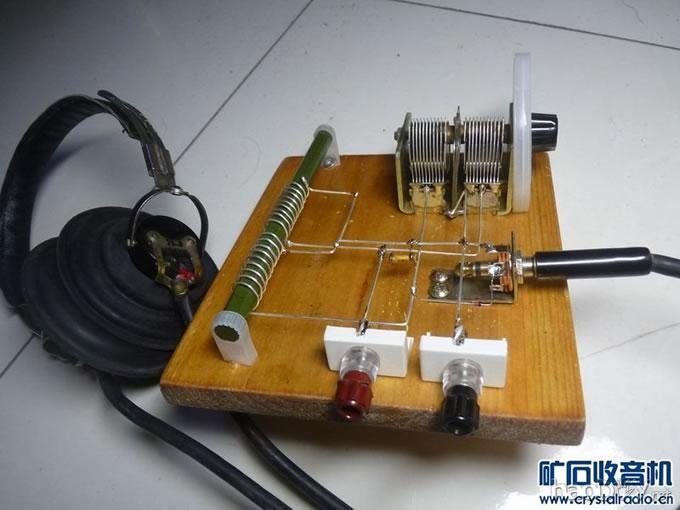 元件的选用:短波磁棒选用10x160mm , 可变电容为365p空气双连, 固定