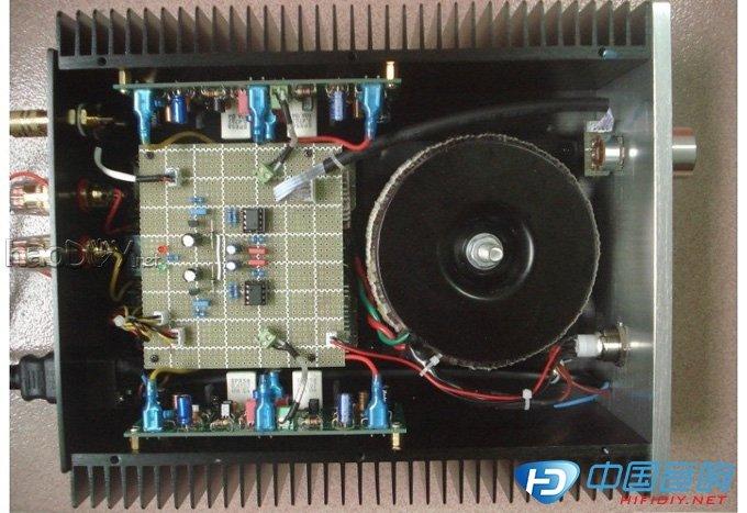 大管C极电压182MV,C极电阻为0.47欧,因此电流大概是400MA.经两小时的试机,散热器温度应该是在50度以内.之前电流在800MA,散热器不够给力,温度高,怕不安全,就调小了电流,反正房间小,平时不会开到很大音量,因此还是能保证小音量下的甲类工作状态吧.暂时先用这个电流听听吧,至少现在没听出来调小电流后音质有什么变化.